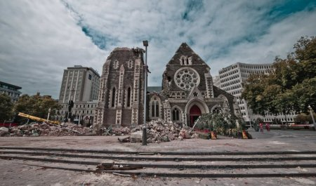 Christchurch-cathedral-after-the-earthquake